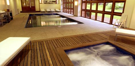 Hotel Del Bosque Pinamar - Piscina climatizada y Jacuzzi en el SpaHealth Club